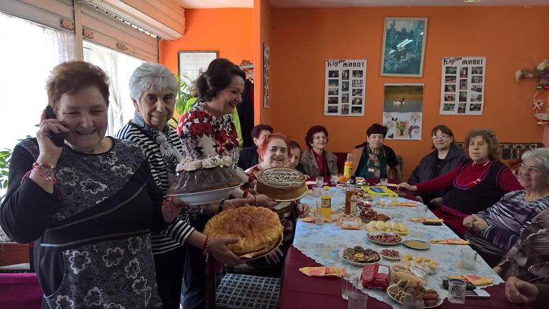 ГЕРБ зарадва пенсионери с идеята за професия Баба с 460 лева заплата