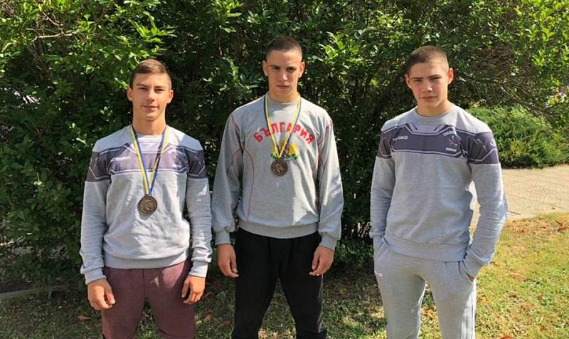 Борците на Черноморец започнаха новия сезон с четири медала
