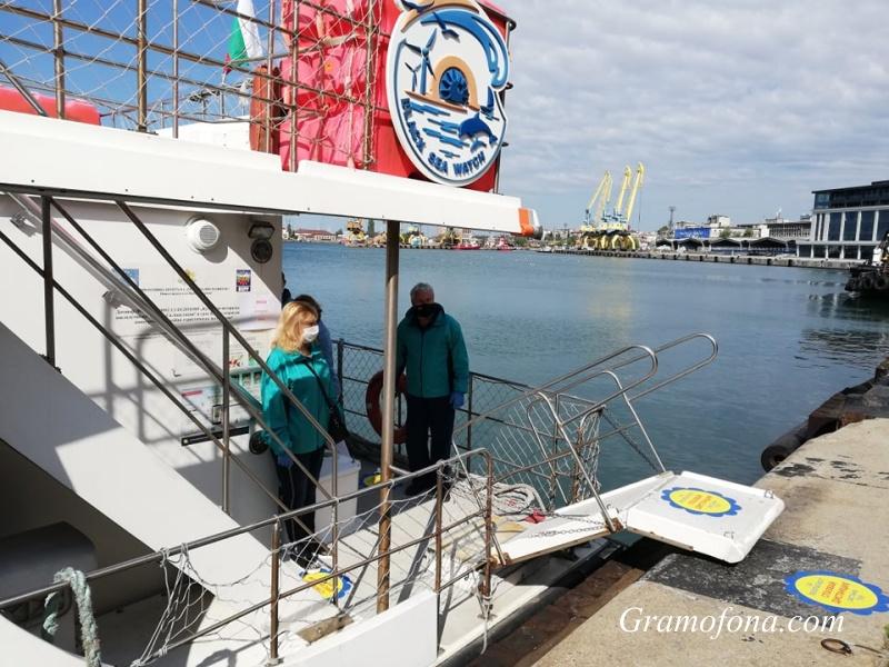 Първите 20 туристи потеглиха към остров Света Анастасия
