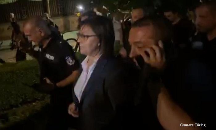 Корнелия Нинова се извини на полицията