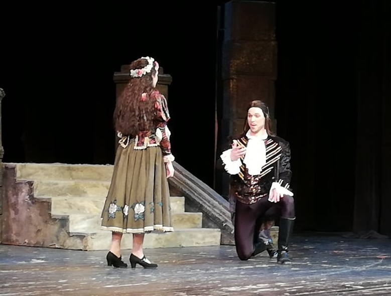 """Тя каза """"Да"""" на сцената на Операта"""