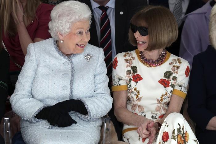 Кралица Елизабет II за първи път на Лондонската седмица на модата