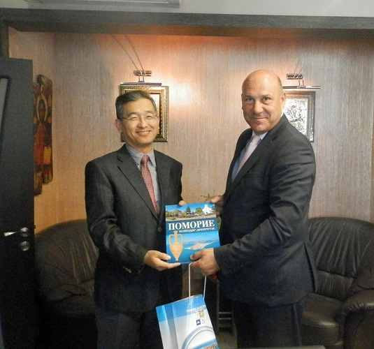 Посланикът на Корея възхитен от Поморие