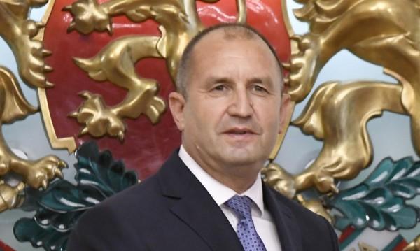 Радев: Скандалите са в правителството