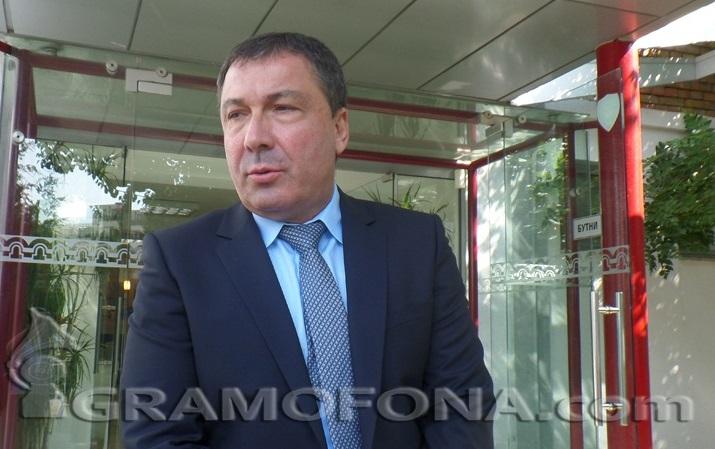 С конвой водят Николай Димитров в Несебър, за да се закълне