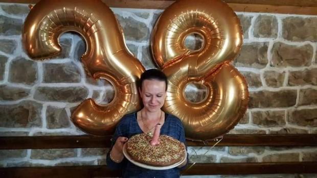 Мъжки полов член вместо свещичка в тортата на директорка от несебърско село