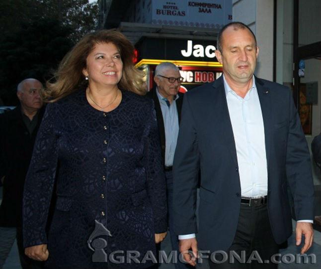 Тежка първа работна седмица на президента Радев