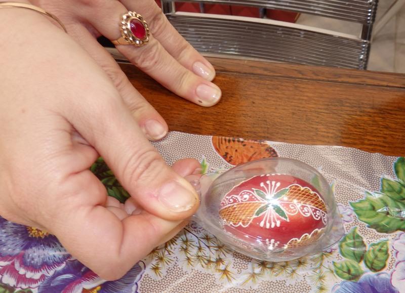 Толкова красиво: Боядисване на яйца с восък и писалка