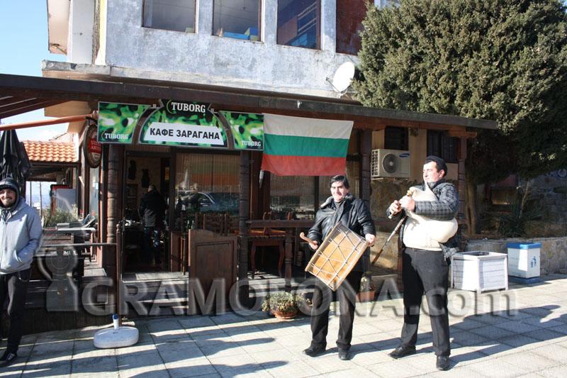 Скандинавци и руснаци тичат за домашни мезета в несебърско село