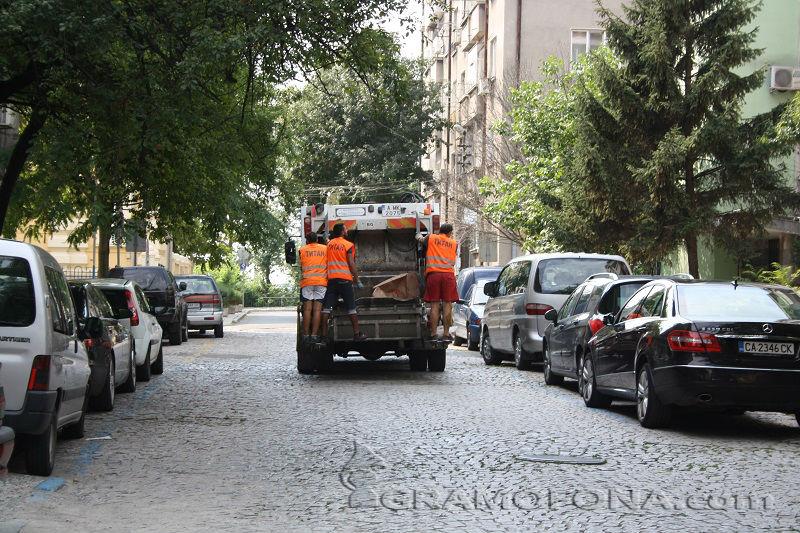 Не хвърляйте отпадъци до казаните, съветват от Общината