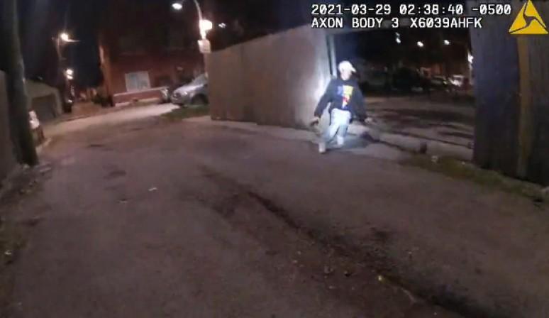 Полицията в Чикаго разпространи кадри от убийство на момче