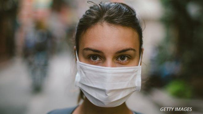 Спира ли наистина хирургическата маска разпространението на вируси?