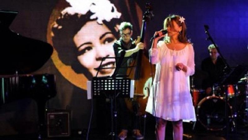 Джаз певицата Мира Кацарова се среща с бургаската публика