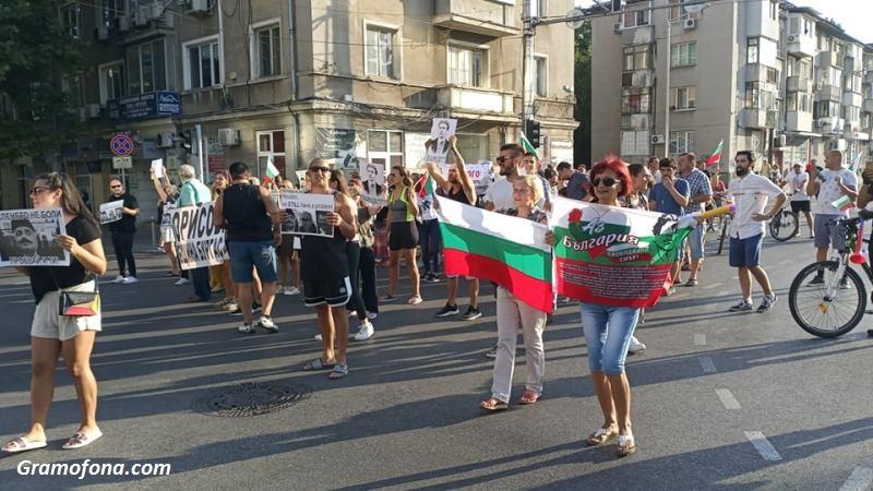 Блокада на натоварено кръстовище в Бургас