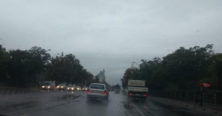 Движението по пътя Ахелой - Поморе затруднено заради наводнение