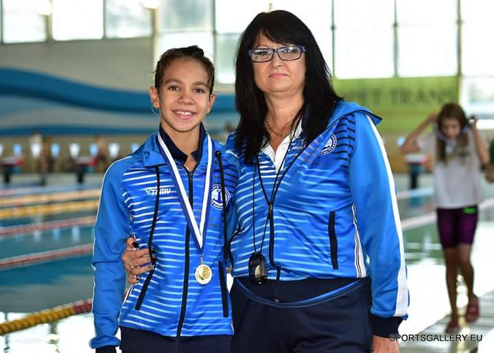 10-годишната Деси с 33 медала по плуване само за една година