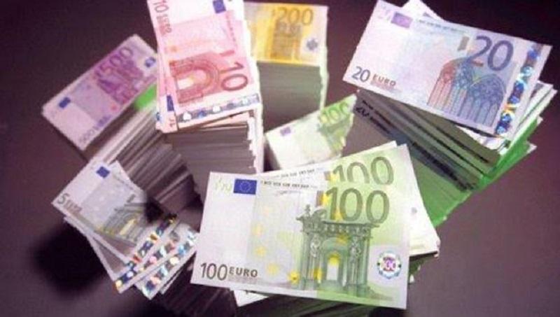 Румънец си купи шкаф със забравени €95 хиляди и ги върна