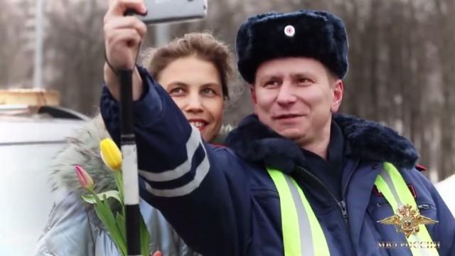 Ето как руски полицаи изненадват дами на 8 март