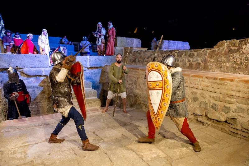 Средновековни бойци кръстосват мечове на Акве Калиде