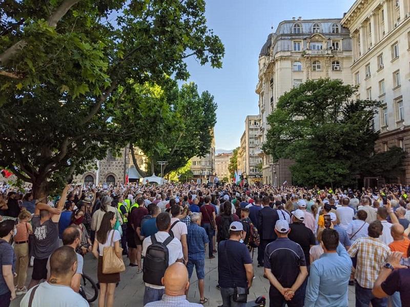 Хиляди на протест в София