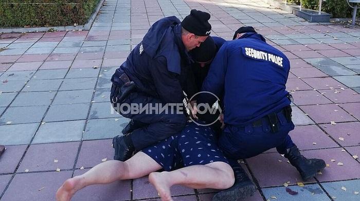 Задържаха мъж, бил и душил лекари в София заради забрана да пуши