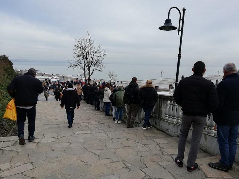 Зяпачи се събраха край Моста да видят кой ще скочи за кръста