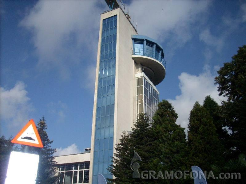 Боинг със 188 пасажери кацна аварийно на летище Бургас