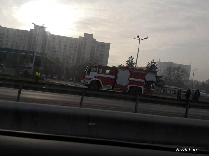 Кола се заби в бензиностанция в София