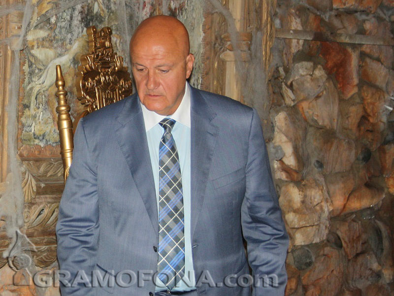 Прокуратурата проверява унищожени ли са защитени скали в скъпия комплекс на Стефан Шарлопов