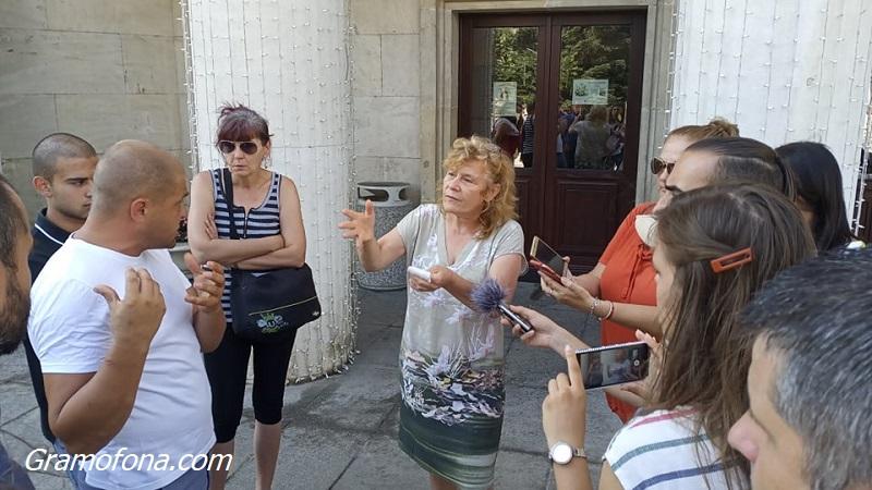 """Бургаски родители питат кой скри, че децата им няма да учат в сградата на ОУ """"Добри Чинтулов"""""""