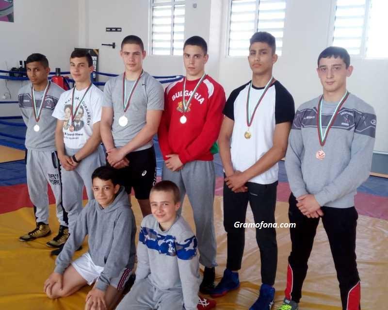 Златните момчета на клуба по борба Черноморец