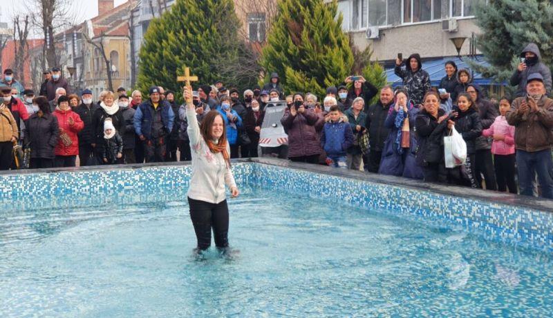 За първи път жена извади кръста в Карнобат