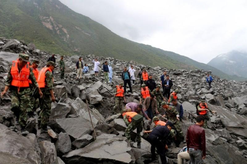 120 души изчезнаха под смъртоносно свлачище в Китай