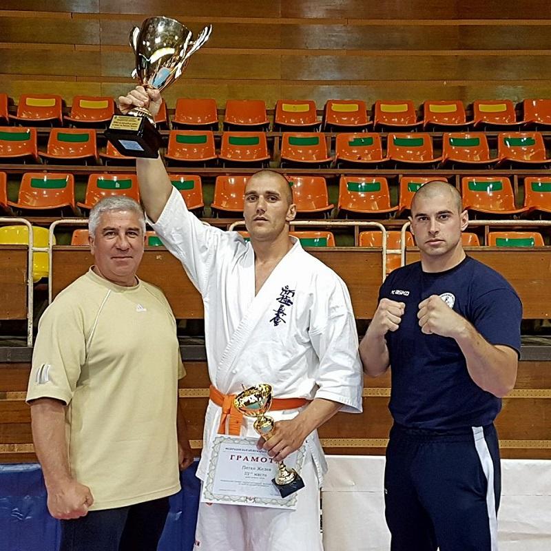 Петко Желев донесе бронз от националното първенство по карате