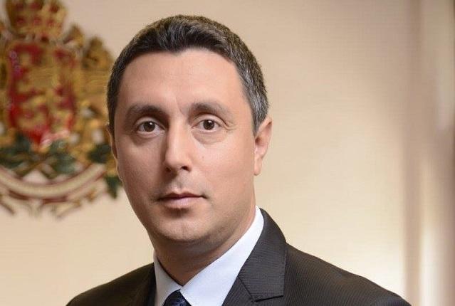 Георги Лапчев: Корал не е Дивият запад, в който някой да си забие флагчето (1 част)