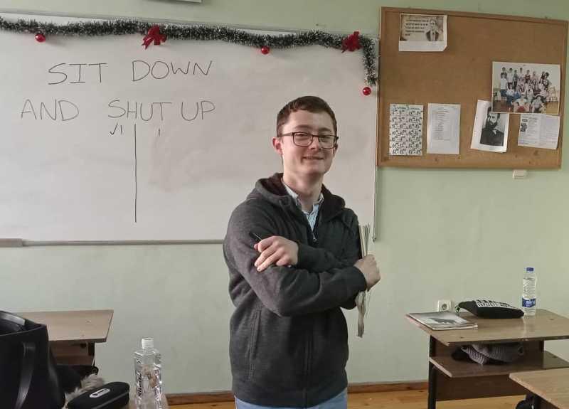 Джордан Синевски - учителят, който преподава с жар в Руската гимназия