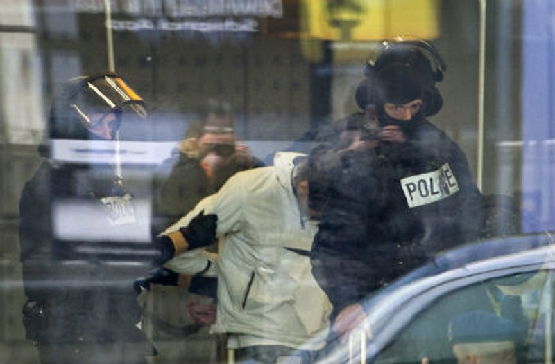 Задържаха мъж на амстердамското летище