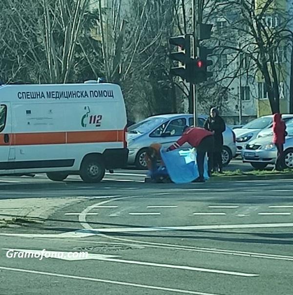 Възрастен мъж падна и почина на улицата в Бургас