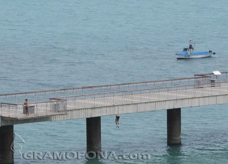 Отвориха Моста отново за разходки, обезопасен е