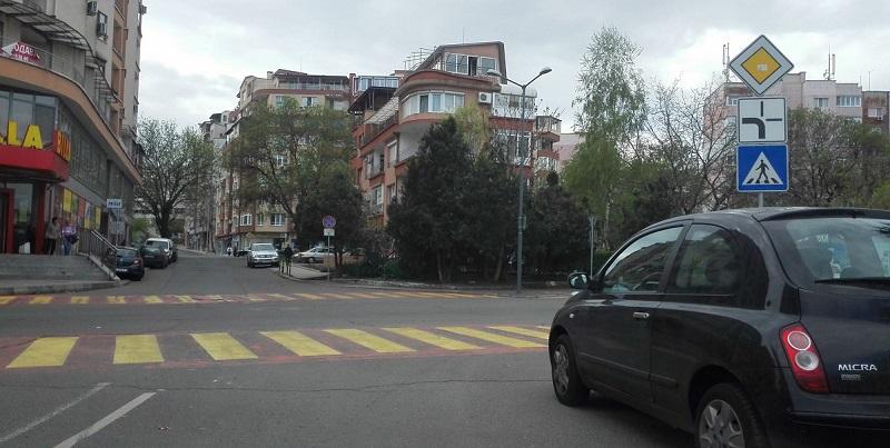 Слагат светофар на натоварено кръстовище в Изгрев