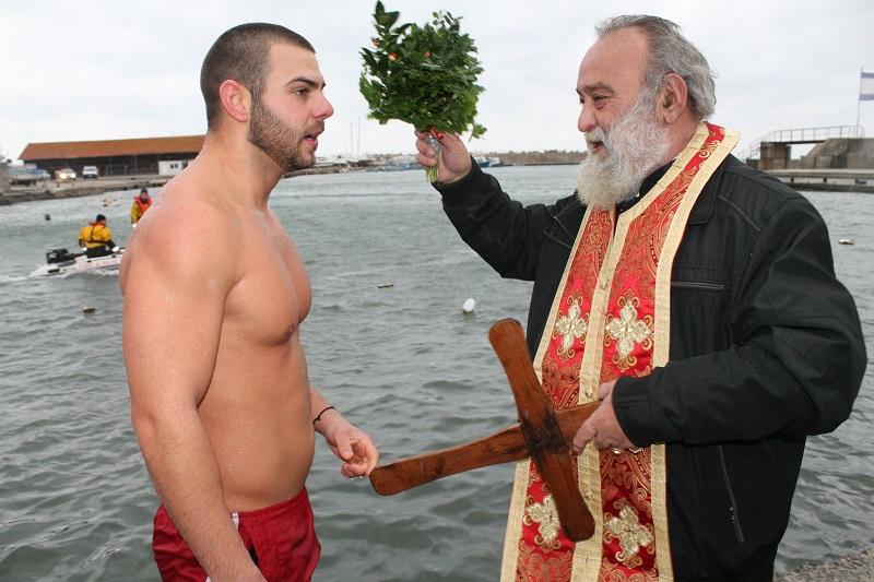 В Царево отново спасиха два кръста