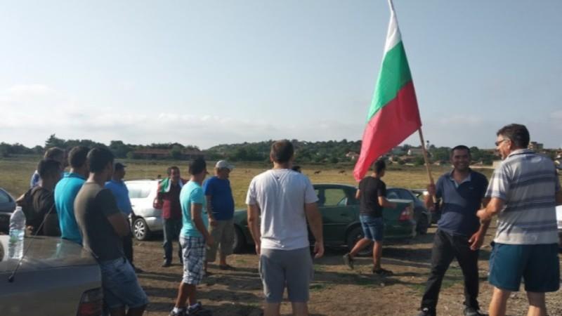 Пътят Сливен-Ямбол блокиран над 40 часа от свиневъди