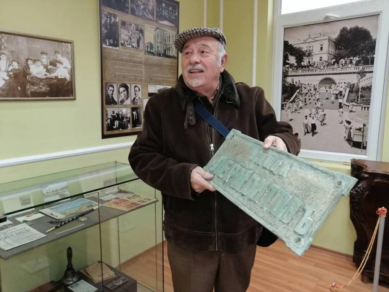 """Бургазлия спаси една от първите табели на улица """"Лермонтов"""""""
