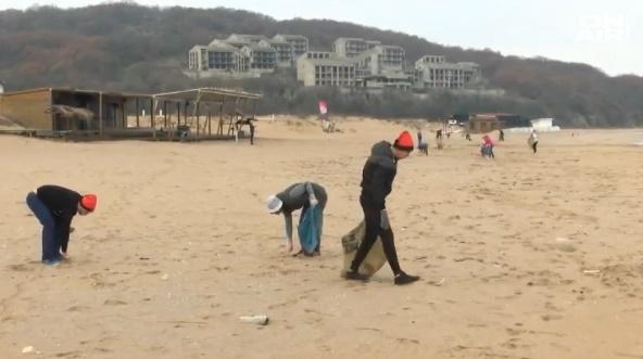 25 чувала с боклуци събраха доброволци на плаж Аркутино