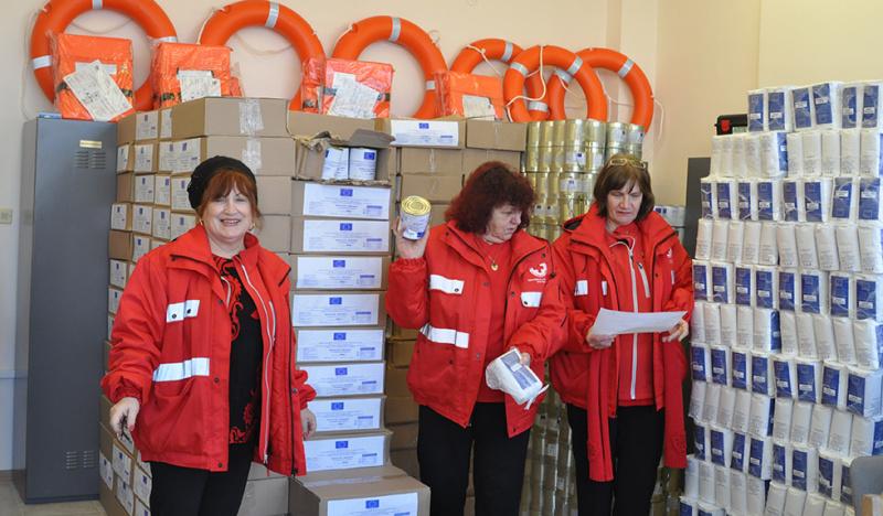 Над 12 000 кг храни от ЕС разтовариха в Несебър