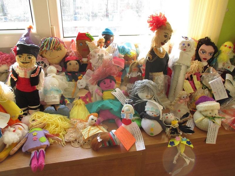 Стотици кукли се състезават в бургаски конкурс