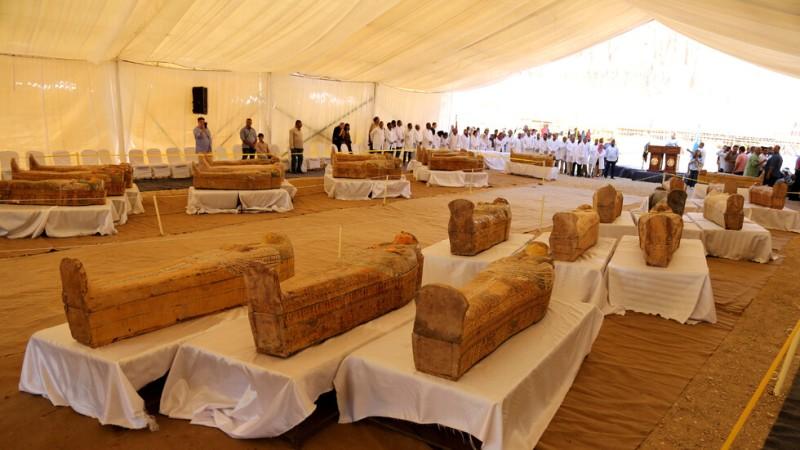 Уникална находка в Египет: 30 дървени саркофага на над 3000 години с мумии