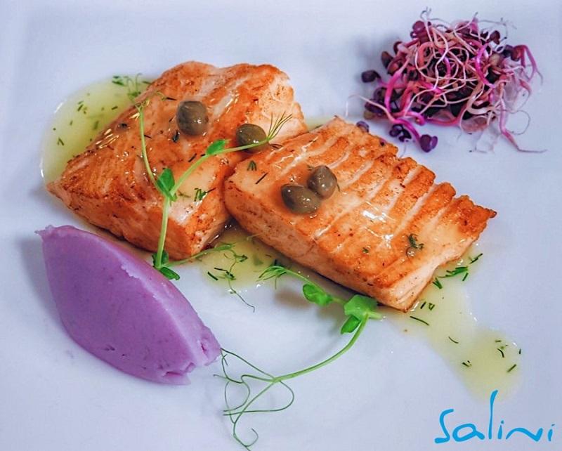 Подарете си вкусен Никлулден в Средиземноморски ресторант Салини
