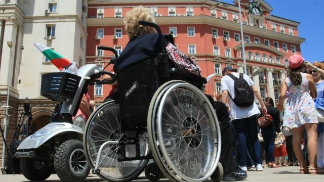 Майките на деца с увреждания излизат на национален протест