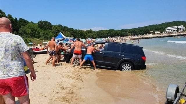 """Веднага глобяват концесионера на плаж """"Перла"""" заради джипа в морето"""
